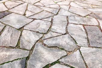 Pavement reusing broken concrete pieces