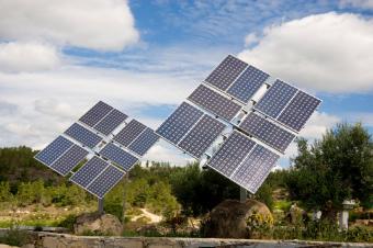 https://cf.ltkcdn.net/greenliving/images/slide/88402-849x565-solar_panel.jpg
