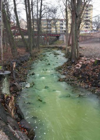 https://cf.ltkcdn.net/greenliving/images/slide/88440-585x821-Chemical_Pollution.jpg