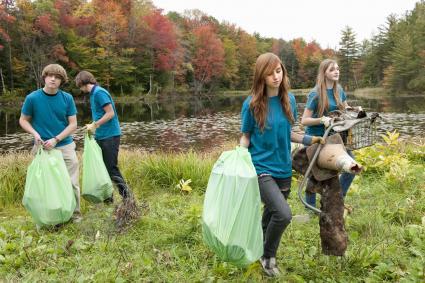 volunteers doing garbage dump