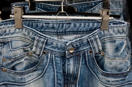 Blue_jeans_on_hangers.jpg