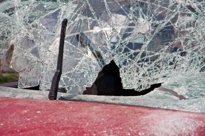 Car_With_Broken_Windshield.jpg