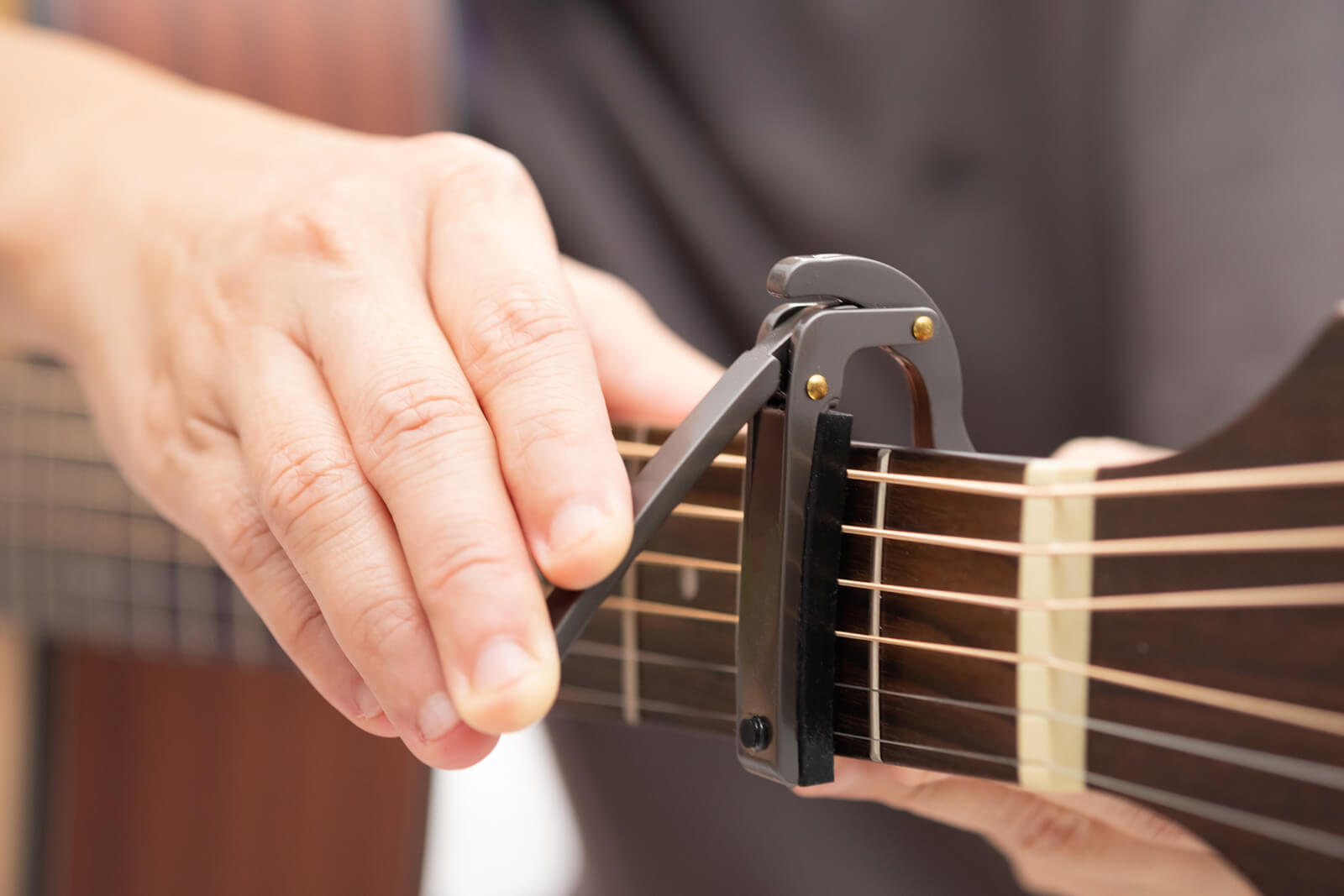 7 Steps For Playing Guitar With A Capo