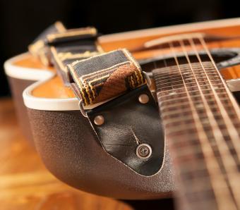 https://cf.ltkcdn.net/guitar/images/slide/258424-850x744-15-cool-guitar-straps.jpg