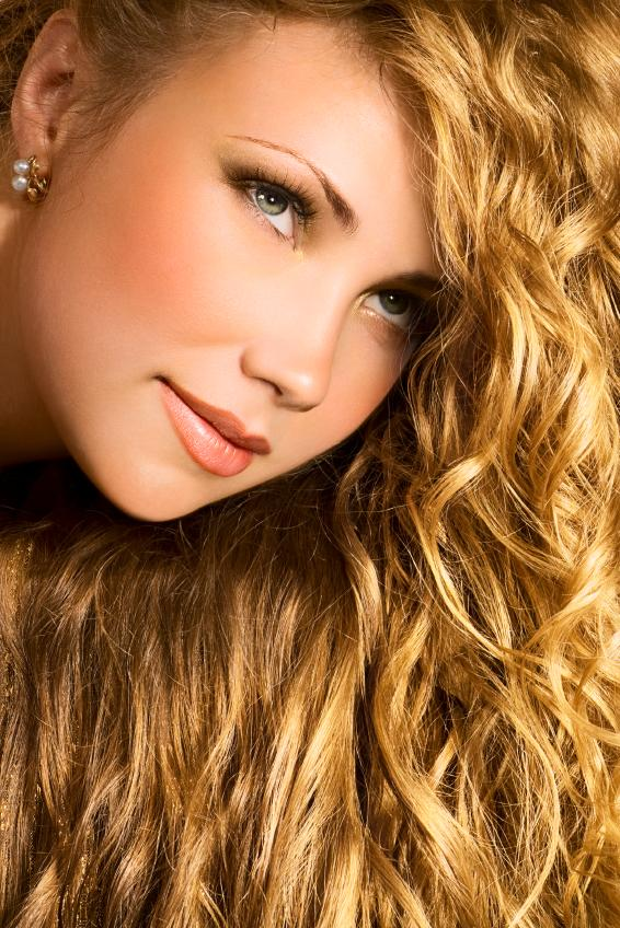 https://cf.ltkcdn.net/hair/images/slide/166030-566x848-carefreecurls.jpg