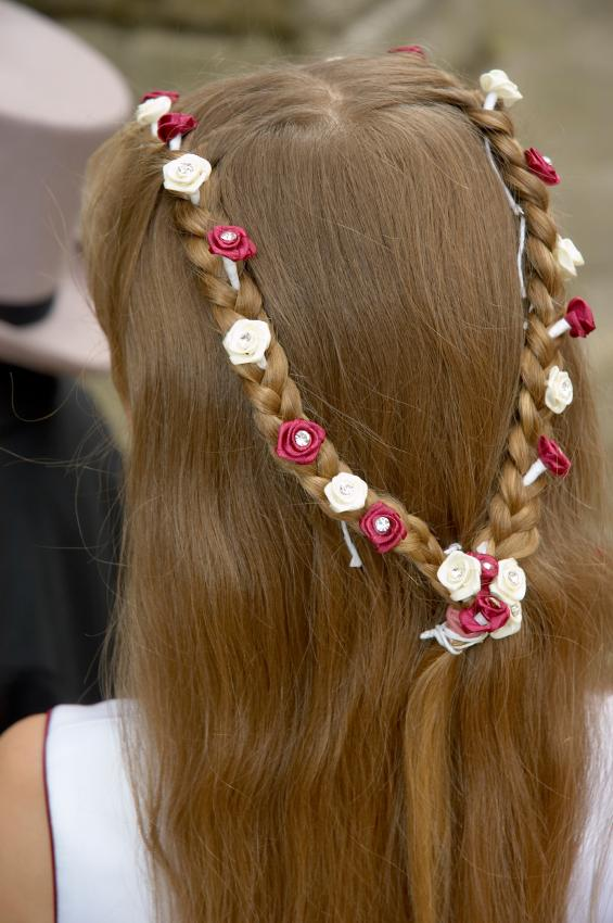 91+ Flower Hairstyle For Girls - Cute Low Bun Hairstyle For Girl ...