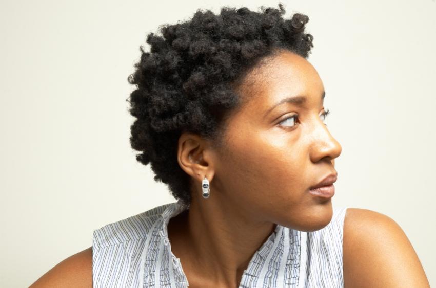 https://cf.ltkcdn.net/hair/images/slide/169511-850x563-woman-tight-curls.jpg