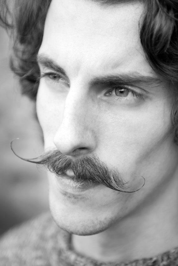 https://cf.ltkcdn.net/hair/images/slide/176135-569x850-Handlebar-Mustache.jpg
