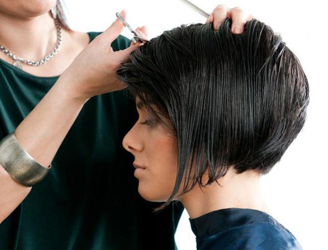 https://cf.ltkcdn.net/hair/images/slide/193826-668x510-Asymmetrical-Style.jpg