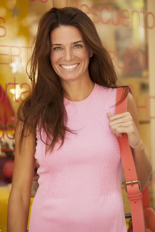 https://cf.ltkcdn.net/hair/images/slide/211920-513x768-Woman-Shopping.jpg