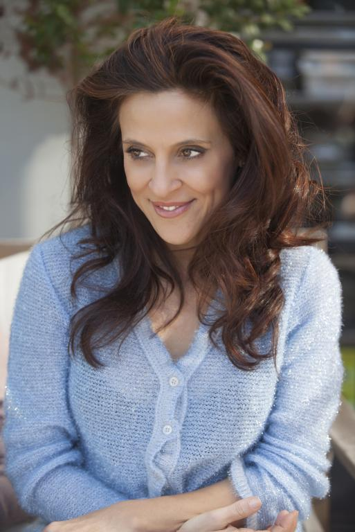 https://cf.ltkcdn.net/hair/images/slide/211924-513x768-Beautiful-adult-woman.jpg