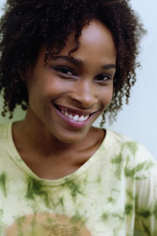 https://cf.ltkcdn.net/hair/images/slide/211932-513x768-Smiling-woman.jpg
