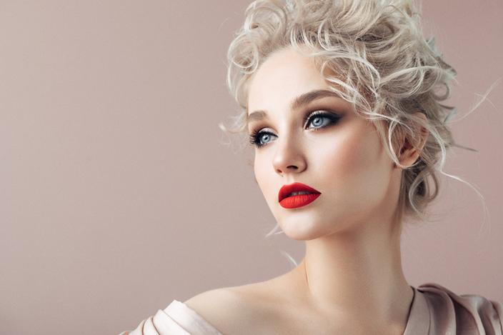 https://cf.ltkcdn.net/hair/images/slide/221999-704x469-Creative-With-Curls.jpg