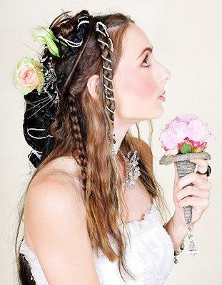 https://cf.ltkcdn.net/hair/images/slide/3784-311x400-weddingdo6.jpg