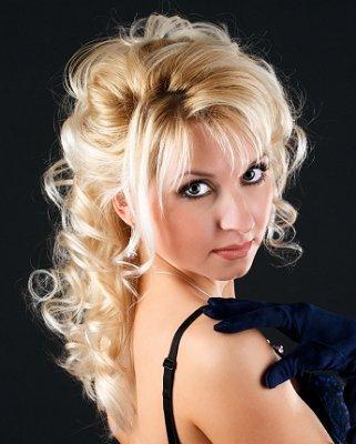 https://cf.ltkcdn.net/hair/images/slide/3884-321x400-promstyle17.jpg