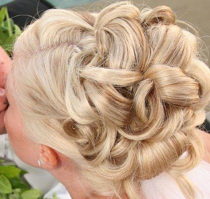 https://cf.ltkcdn.net/hair/images/slide/3941-423x400-curlylook9.jpg