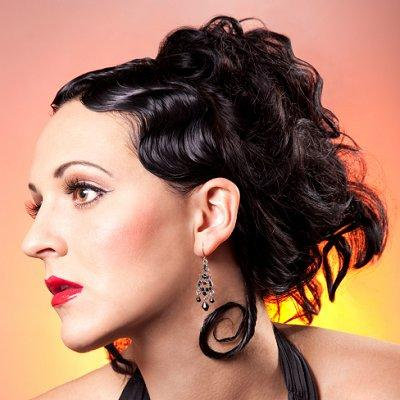 https://cf.ltkcdn.net/hair/images/slide/3942-400x400-curlylook7.jpg