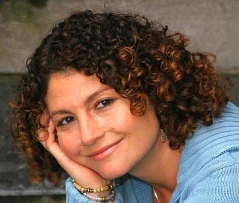 https://cf.ltkcdn.net/hair/images/slide/3947-472x400-curlylook6.jpg