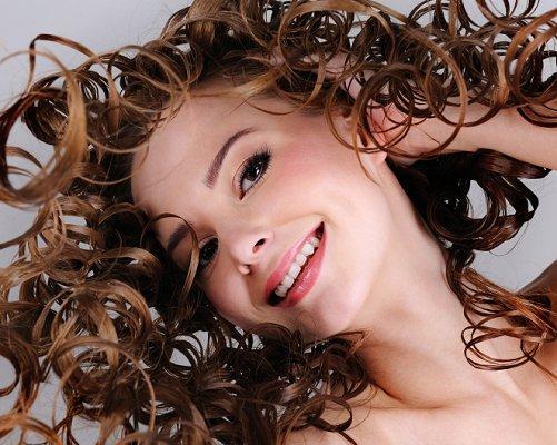 https://cf.ltkcdn.net/hair/images/slide/3955-501x400-curlylook15.jpg