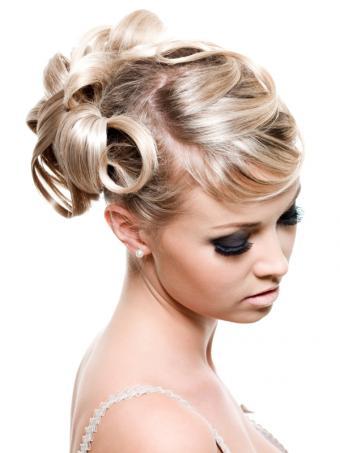 https://cf.ltkcdn.net/hair/images/slide/128872-600x800r1-Curly-Updo.JPG