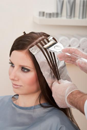 https://cf.ltkcdn.net/hair/images/slide/129232-566x848r2-Professional-Hair-Highlighting.jpg