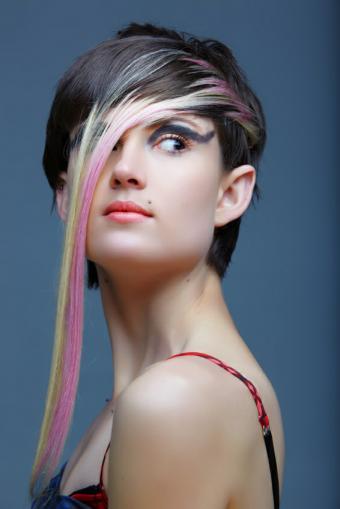 https://cf.ltkcdn.net/hair/images/slide/129234-566x848r2-Radical-Highlights.jpg