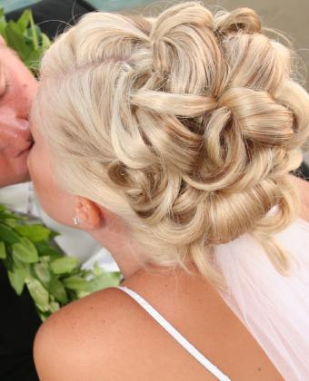 https://cf.ltkcdn.net/hair/images/slide/138488-623x770r1-wedding-1.jpg
