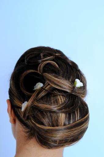 https://cf.ltkcdn.net/hair/images/slide/138496-565x850r1-wedding-6.jpg