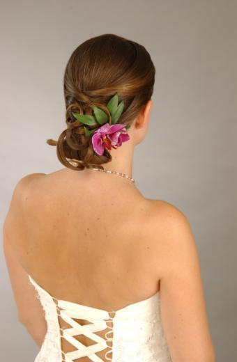 https://cf.ltkcdn.net/hair/images/slide/138500-555x850r1-wedding-7.jpg