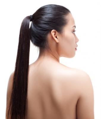https://cf.ltkcdn.net/hair/images/slide/138717-526x619r2-sleek-pony.jpg