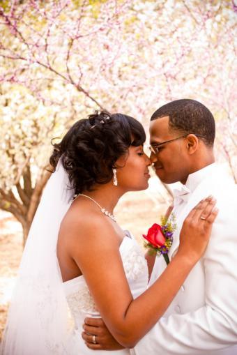 https://cf.ltkcdn.net/hair/images/slide/139117-566x848r1-wedding12.jpg