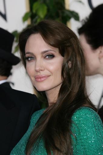 https://cf.ltkcdn.net/hair/images/slide/142255-400x600r1-angelina-jolie-dark-hair.jpg