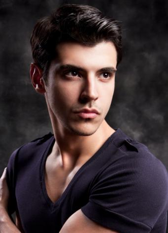 https://cf.ltkcdn.net/hair/images/slide/145990-589x815r1-sleek-male-hairstyle.jpg