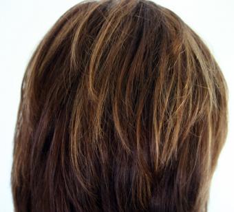 https://cf.ltkcdn.net/hair/images/slide/147063-850x770r1-caramel-highlights.jpg
