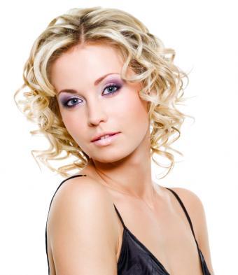 https://cf.ltkcdn.net/hair/images/slide/155905-644x745r1-Short-and-Bouncy-Curls.jpg