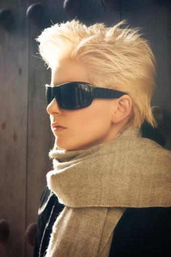 https://cf.ltkcdn.net/hair/images/slide/175696-334x500-short-blond-shag.jpg
