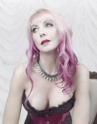 https://cf.ltkcdn.net/hair/images/slide/181769-629x800-ombre-blond-pink.jpg