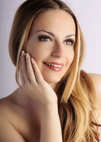 https://cf.ltkcdn.net/hair/images/slide/181771-571x800-ombre-blond.jpg