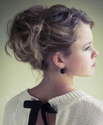 https://cf.ltkcdn.net/hair/images/slide/187816-699x850-messy-twist-hairstyle.jpg