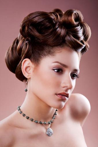 https://cf.ltkcdn.net/hair/images/slide/189079-567x850-curled-updo.jpg