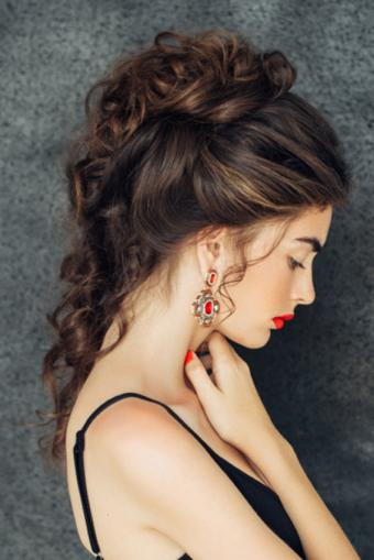 https://cf.ltkcdn.net/hair/images/slide/189085-568x850-Upswept-Hairstyle.jpg
