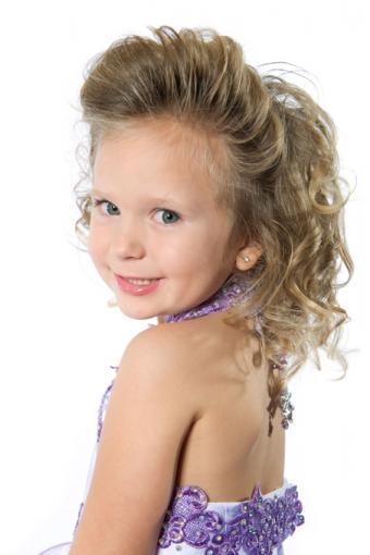https://cf.ltkcdn.net/hair/images/slide/189088-567x850-Girls-Pageant-Hairstyle.jpg