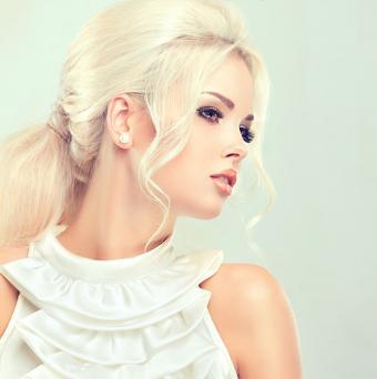 https://cf.ltkcdn.net/hair/images/slide/195654-691x695-Beautiful-Retro-Ponytail.jpg