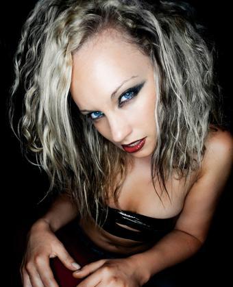 https://cf.ltkcdn.net/hair/images/slide/197761-690x850-crimped-hair-for-a-night-out.jpg