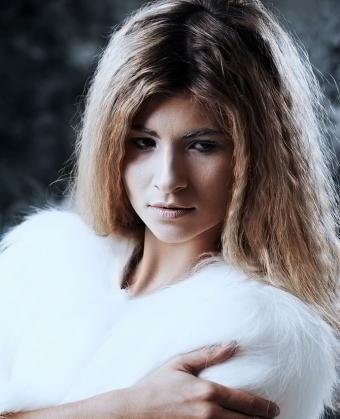 https://cf.ltkcdn.net/hair/images/slide/197762-690x850-crimped-hair-80s-and-modern.jpg