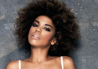 https://cf.ltkcdn.net/hair/images/slide/204160-850x600-short-curly-black-hair-2.jpg