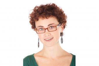 https://cf.ltkcdn.net/hair/images/slide/204386-850x566-short-curly-hair-and-glasses.jpg