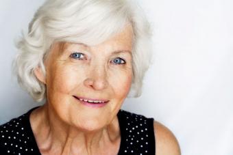 https://cf.ltkcdn.net/hair/images/slide/207665-850x567-Senior-woman.jpg