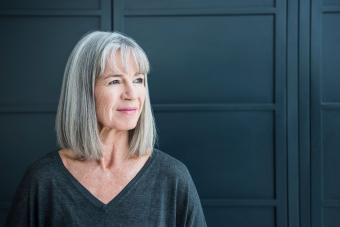 https://cf.ltkcdn.net/hair/images/slide/207667-850x567-Senior-woman-with-gray-hair.jpg