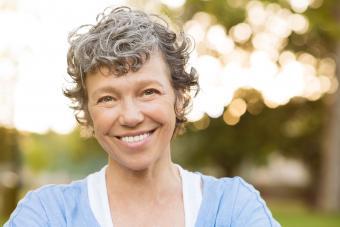 https://cf.ltkcdn.net/hair/images/slide/207668-850x567-Smiling-senior-woman.jpg